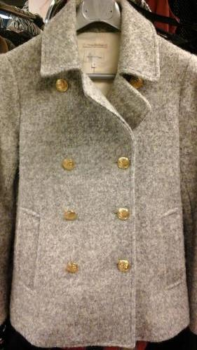 harmaa takki kultaiset napit